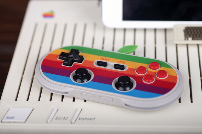 This new Bluetooth game controller celebrates classic Macs