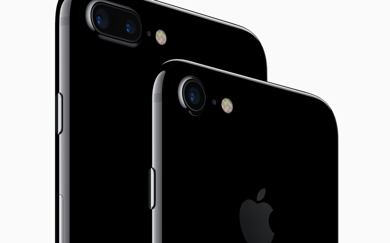 2016 in review: iPhone continued success, Moto surprises, and rise of Huawei