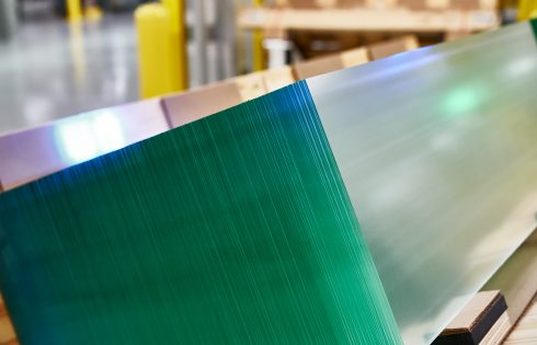 Apple awards another $250 million to precision glass maker Corning